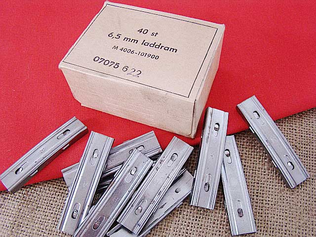 40 New M16 Stripper Clips and 2 New Guides - 52328, at